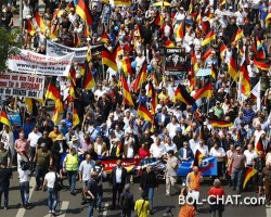 NJEMAČKA NA NOGAMA: U BERLINU HILJADE LJUDI PROSVJEDOVALO NA SKUPU PROTIV IMIGRANATA I 'KRIMINALKE' ANGELE MERKEL