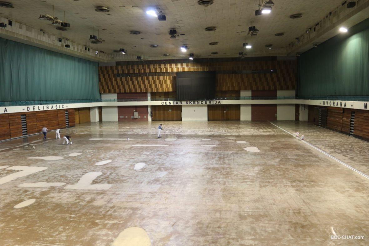 Sarajevo / Completed arbeitet in der Halle Mirza Delibašić, im ...