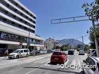 Hrvatska / Samo na Balkanu: Postavio privatni semafor da gosti hotela mogu prelaziti cestu