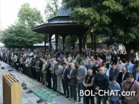 Džamije pune vjernika / Muslimani širom BiH s radošću dočekali Ramazanski bajram
